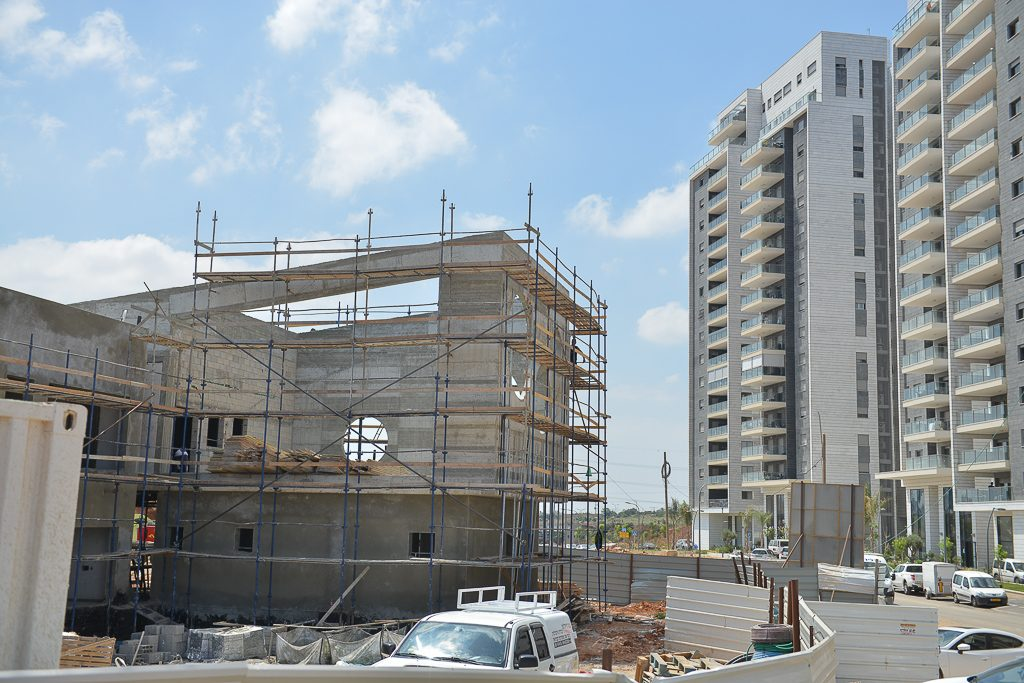 בית ספר האירוס בבנייה (צילום: עידן גרוס)